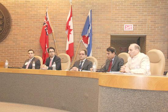 اعضای پنل حاضر در جلسه  کنگره ایرانیان کانادا در مورد آثار تحریم ها بر ایران